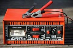 红色蓄电池充电器 免版税图库摄影
