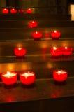 红色蜡烛在教会里 库存照片