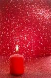 红色蜡烛 红色闪烁的圣诞灯 被弄脏的抽象ba 免版税库存图片