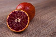 红色血液西西里人橙色整个和半 库存图片