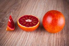 红色血液西西里人橙色整个,一半和wegde 免版税库存图片