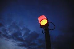 红色街道电灯-停车牌 图库摄影