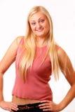 红色衬衣的可爱的白肤金发的妇女 免版税图库摄影