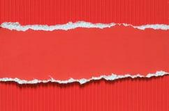 红色被撕毁的纸背景纹理 免版税库存照片