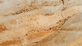 红色被猛撞的地球墙壁纹理 图库摄影