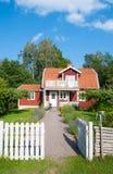 红色被绘的瑞典房子 库存图片