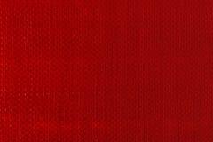 红色被编织的塑料布料纹理 免版税库存图片