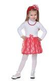 红色裙子的小女孩 免版税库存照片