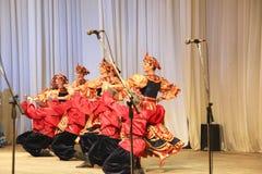 红色裙子舞蹈 免版税图库摄影