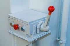 红色警报按钮和杠杆 免版税库存图片