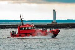 红色试验船 免版税库存图片