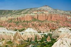红色谷在卡帕多细亚,中央安纳托利亚在土耳其 免版税库存照片