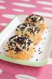 红色豆的小圆面包 库存图片