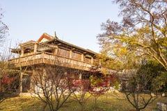 红色豪宅秋天风景艺术世界  库存照片