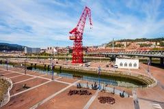 红色起重机在毕尔巴鄂,西班牙 免版税图库摄影