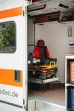 红色跨的诞生救护车在德国 免版税库存图片