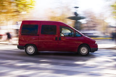 红色转移有篷货车 免版税库存照片