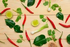 红色辣椒、柠檬和菜在木板 免版税图库摄影