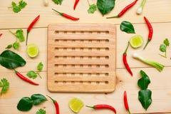 红色辣椒、柠檬和菜在木板 免版税库存照片