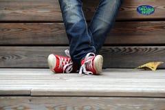 红色运动鞋 库存照片