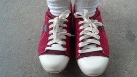 红色运动鞋 免版税库存图片