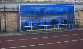 红色连续轨道在体育场内 连续跟踪 图库摄影