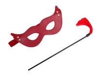 红色迷信面具和鞭子 免版税库存图片