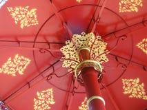 红色金属伞 免版税库存图片