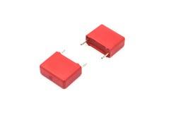 红色金属化了聚丙烯影片电容器,隔绝在白色 库存照片