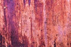 红色钢与削皮油漆的墙壁土气背景 图库摄影