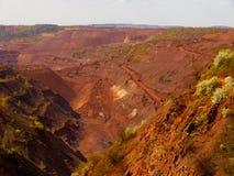 红色铁矿上面曝露的矿 免版税库存照片