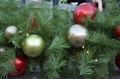 红色银和绿色圣诞节 库存图片