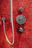 红色铺磁砖的卫生间详细资料 图库摄影