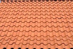 红色铺磁砖的屋顶 库存照片