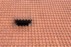 红色铺磁砖的屋顶 库存图片