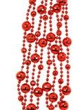 红色链圣诞节,在白色后面隔绝的装饰圣诞节 免版税库存图片