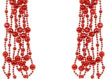 红色链圣诞节,在白色后面隔绝的装饰圣诞节 库存图片