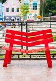 红色长凳断裂 免版税库存照片