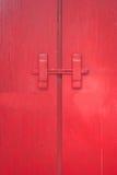 红色门。 库存图片