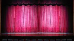 红色阶段窗帘全景 免版税图库摄影