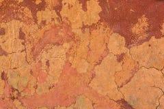 红色难看的东西墙壁表面 破裂的具体纹理特写镜头backgr 免版税图库摄影