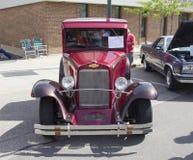 1933红色雪佛兰卡车正面图 免版税图库摄影