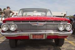 1961红色雪佛兰飞羚正面图 图库摄影