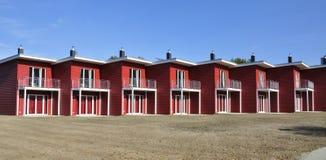 红色露台的房子边看法 免版税库存图片