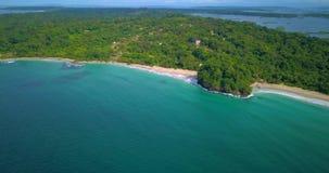 红色青蛙海滩空中寄生虫视图在Bocas del托罗,加勒比,巴拿马的 股票录像