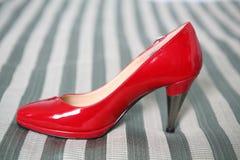 红色鞋子婚礼 免版税库存照片