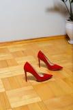 红色鞋子螺柱 图库摄影