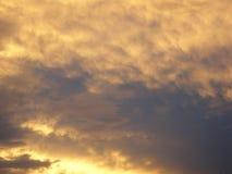 红色预测云彩 库存照片