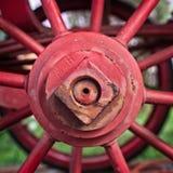 红色马车车轮插孔 免版税图库摄影