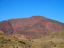 红色高阿特拉斯山脉范围风景在摩洛哥 图库摄影